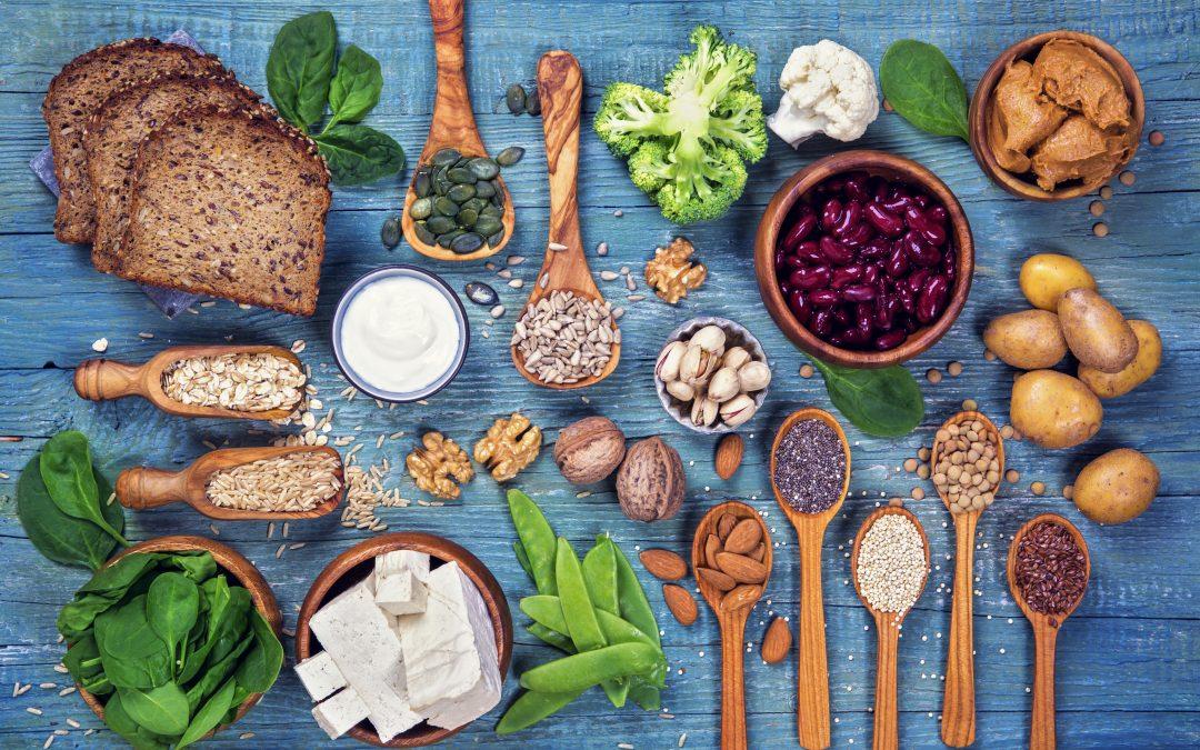 DIETA VEGANA: BENEFICI E NUTRIENTI A CUI PRESTARE ATTENZIONE PER EVITARE CARENZE NUTRIZIONALI